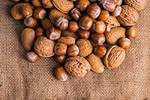 Higher intake of nuts increases blood sugar, not good for diabetics